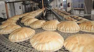 النظام يبدأ توزيع الخبز  في ثلاث محافظات بحسب عدد أفراد الأسرة
