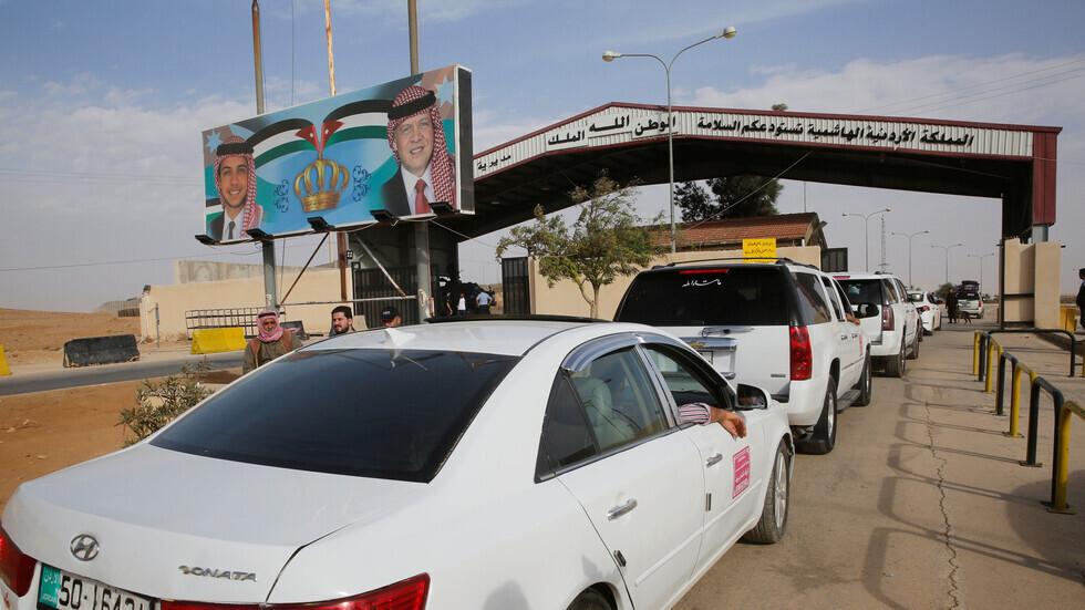 الأردن يسمح بدخول سائقين عالقين على معبر جابر مع سوريا