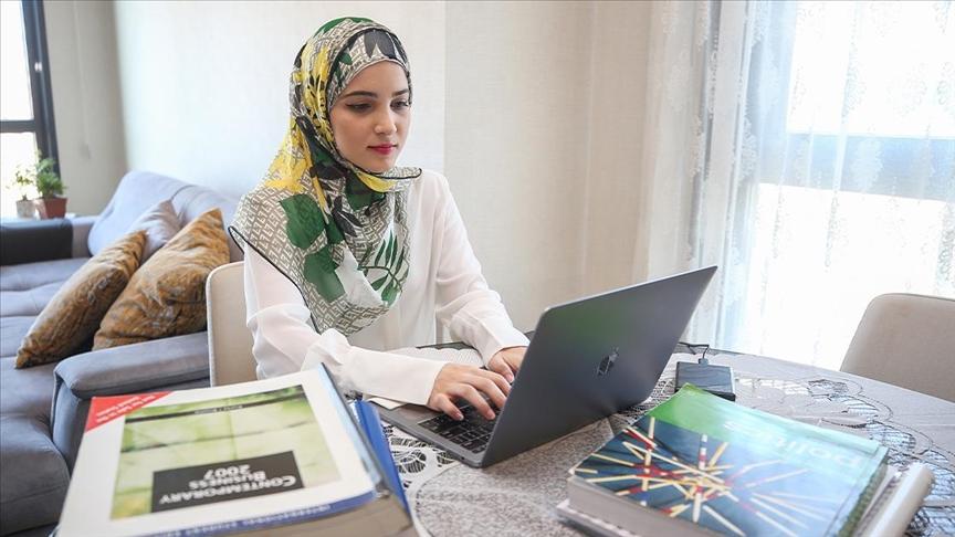 ياسمين نيال .. هربت من الحرب في سوريا وتفوقت أكاديميا في تركيا