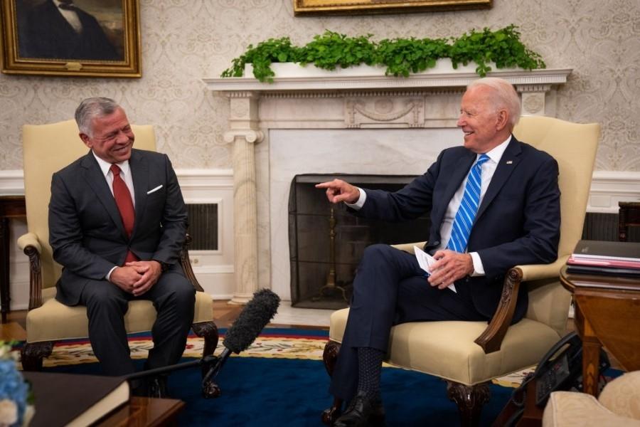صحيفة أمريكية تنتقد  موقف  الولايات المتحدة  تجاه موجة التطبيع العربية مع نظام الأسد.