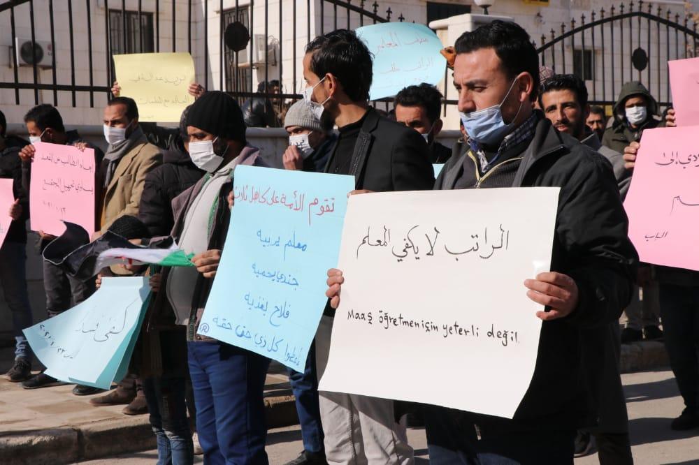المدرسون في ريف حلب يصعدون بعد رفض مطالبهم برفع رواتبهم