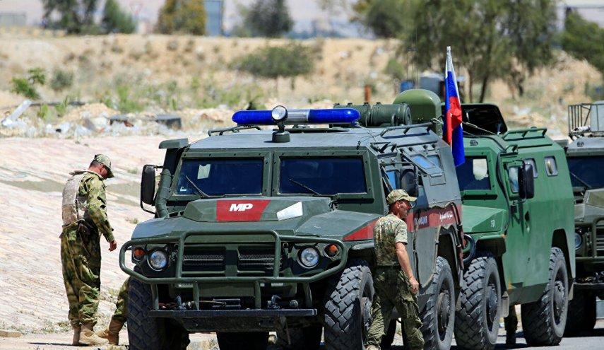 القوات الروسية تدفع  بتعزيزات عسكرية إلى حقل الثورة النفطي بريف الرقة