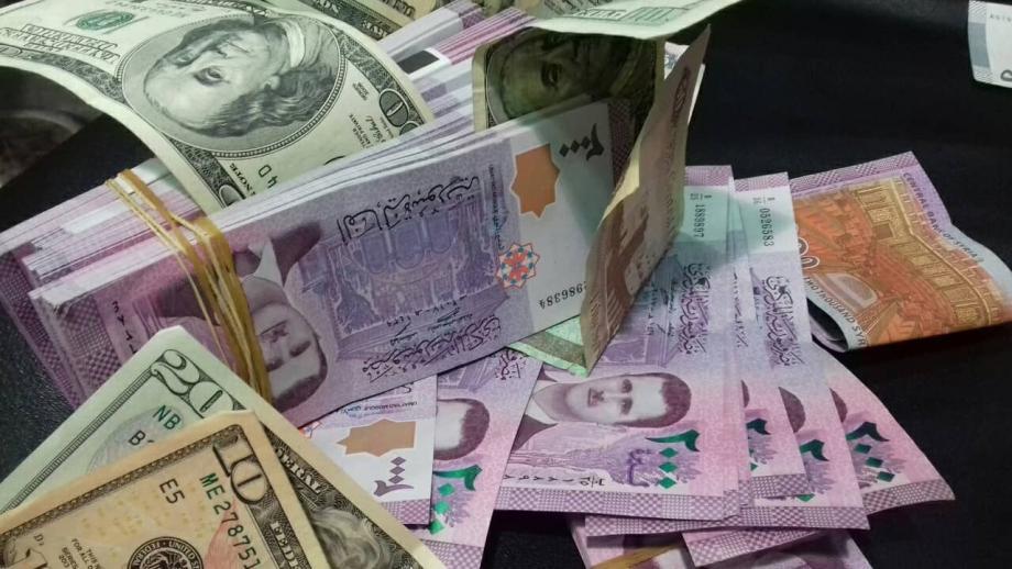 الدولار يحافظ على مستوياته  في افتتاح  تعاملات الاثنين