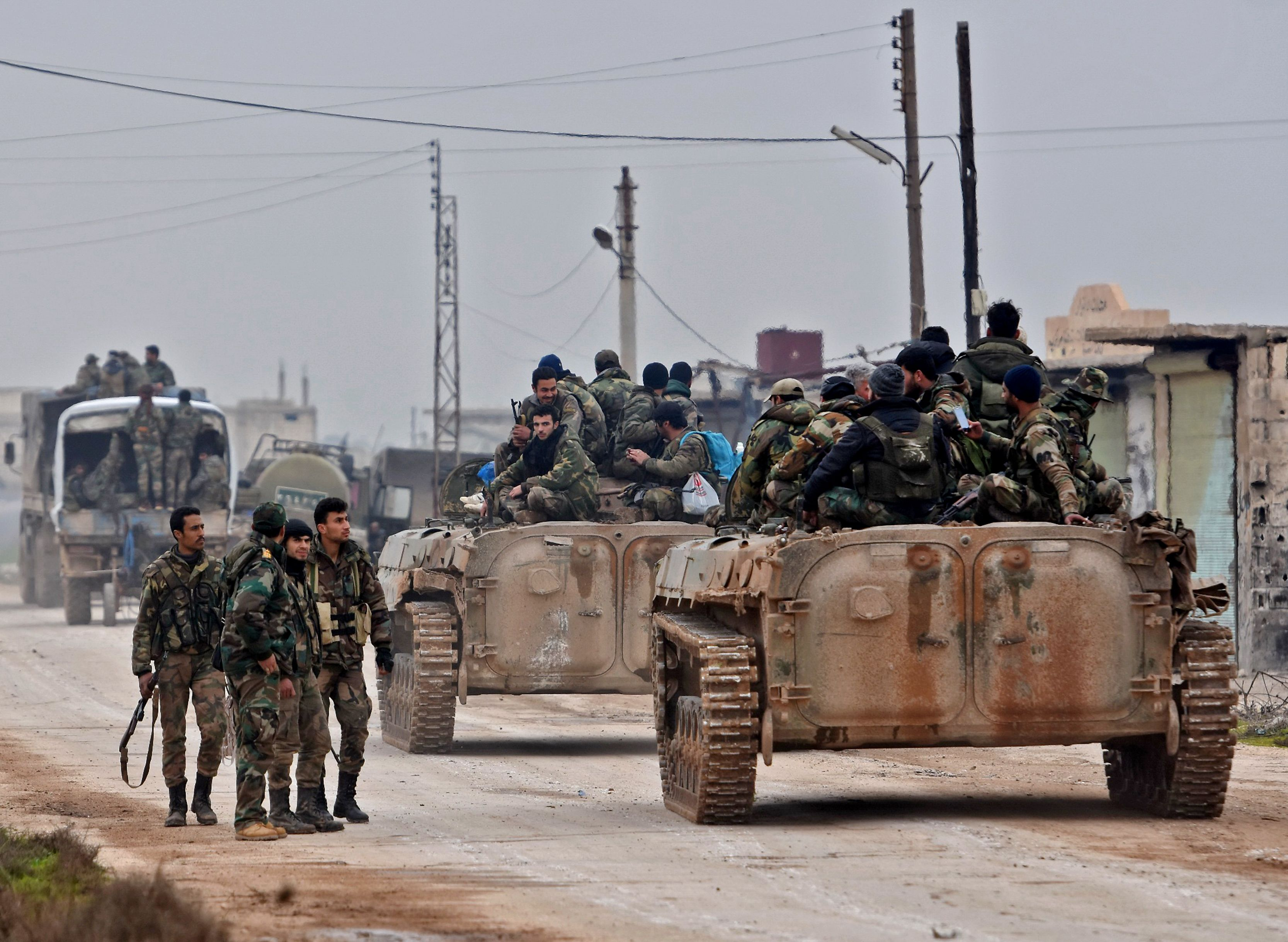 Regime forces besiege three towns in Daraa countryside and stop the settlement in them