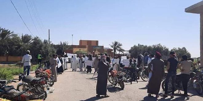 On As-Sarout's tunes, the presidents of Deir Ezzor countryside are demonstrating against the Russians