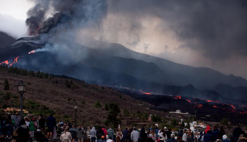 حمم بركانية  تحرق 2185 منزلاً  في اسبانيا