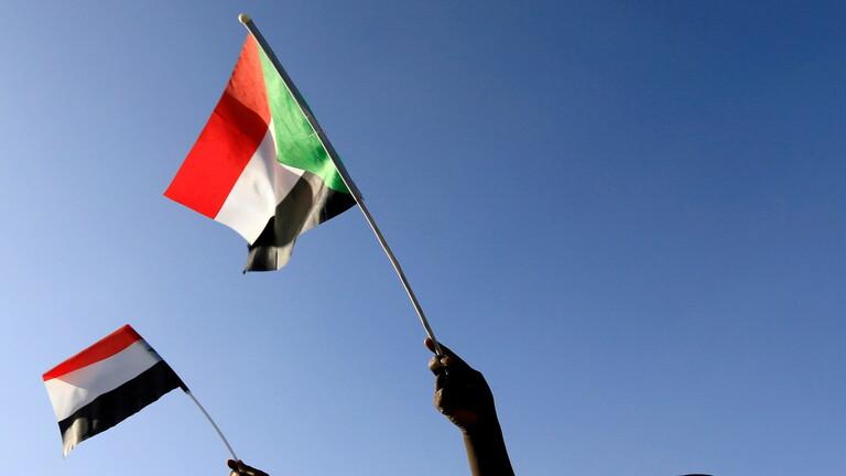 السودان.. تحركات عسكرية واعتقال أغلب أعضاء مجلس الوزراء