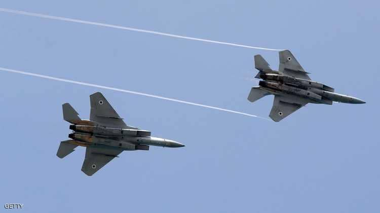 An Israeli plane targets by missiles the sites of the regime and Iranian militias in Al-Quneitra